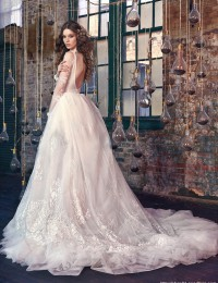 Long Sleeve See Through Sexy Lace Wedding Dresses A-Line Vintage Wedding Gowns Beaded Appliques New Design Bridal Gowns W122421